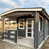🛠 Завершили монтаж літнього будинку по проекту Грицик 🔑 під ключ ⠀ У замовників будівництво основного будинку в процесі. ⠀ Поряд вирішили поставити будиночок для порядку на території. У ньому зберігатимуть садовий інвентар, інструменти, інші речі. Будиночок можна використовувати як літню кухню ⠀ ✅Розміри: 3,4 х 3,3 м + тераса 2 х 3,3м ✅Матеріал: масив сосни заводської сушки (12-16%) ✅ Покрівля: бітумна черепиця з капельниками ✅ Вікно функціональне. У вікні та дверях стоїть оргскло ✅ Відео монтажу та вигляд зсередини можете переглянути в зберених сторіз ⠀ ⏱ МОНТАЖ: 2 дні! ⠀ ✔WOODSHED - виготовляємо конструкції з дерева будь-якої складності під ключ ____________ Готові проекти на сайті: ➡ https://woodshed.com.ua/ 📞+38 (067) 464 64 52 - телефонуйте для розрахунку вартості та термінів виготовлення