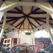 Коли площадка не квадратна 🟥 ⠀ то ідеально стане шестигранна альтанка Соломія ⠀ На відміну від попереднього білого дитячого будиночку, тут замовники обрали світло-бежевий колір конструкції з видимою структурою дерева ⠀ ✅ Розміри: 3 х 3,5 м ✅ Висота: 3,1 м ✅ Площа по стовпам: 9,2 м2 ✅ Стовпи: клеєний брус 120х120 мм ✅ Європейські кріплення wkret-met ✅ Покрівля: бітумна черепиця з капельниками ✅ Монтаж виконали на оцинковані геошурупи 1,5м ⠀ ✔WOODSHED - підберемо і виготовимо з деревини ідеальний затінок для вашої території ____________ Розміри та ціна на альтанку Соломія: ➡ https://woodshed.com.ua/besedki/10-solomiya.html 📞+38 (067) 464 64 52 - відповімо на всі ваші запитання#осокорки #позняки #русановскаянабережная #русановскиесады