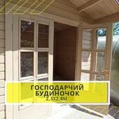 Господарчий будинок за індивідуальним проектом ⠀ Споруда між парканом та теплицею для зберігання садового інвентарю. Замовник сам підготував площадку, ми виготовили за його розмірами будинок і виконали монтаж. ⠀ 📌 З особливостей - Карниз даху на фасадній стороні винесено на 700мм (інші три сторони 200мм) - Двері дерев'яні з оргсклом (в типових проектах двері дерев'яні глухі) з петлями та нажимною ручкою з циліндром ⠀ ✅ Розміри: 2,3 х 2,8 м ✅ Висота: 2,7 м ✅ Площа: 6,5 м2 ✅ Матеріал конструкції: стінова профільована дошка 40мм першого гатунку з живим сучком ✅ Покрівля: бітумна черепиця червона ✅ Лако-фарбові матеріали Adler (Австрія) в два шари ✅ Монтаж нашими спеціалістами без дерев'яної підлоги на плиту замовника ⠀ ✔WOODSHED - будуємо конструкції з стабілізованої деревини будь-якої складності ____________ Типові проекти будиночків господарчих: ➡ https://woodshed.com.ua/16-letnie-doma 📞+38 (067) 464 64 52 - зорієнтуємо по срокам і вартості#хозблок #хозблокдлядачи #літнякухня #садовий #будинок #брус